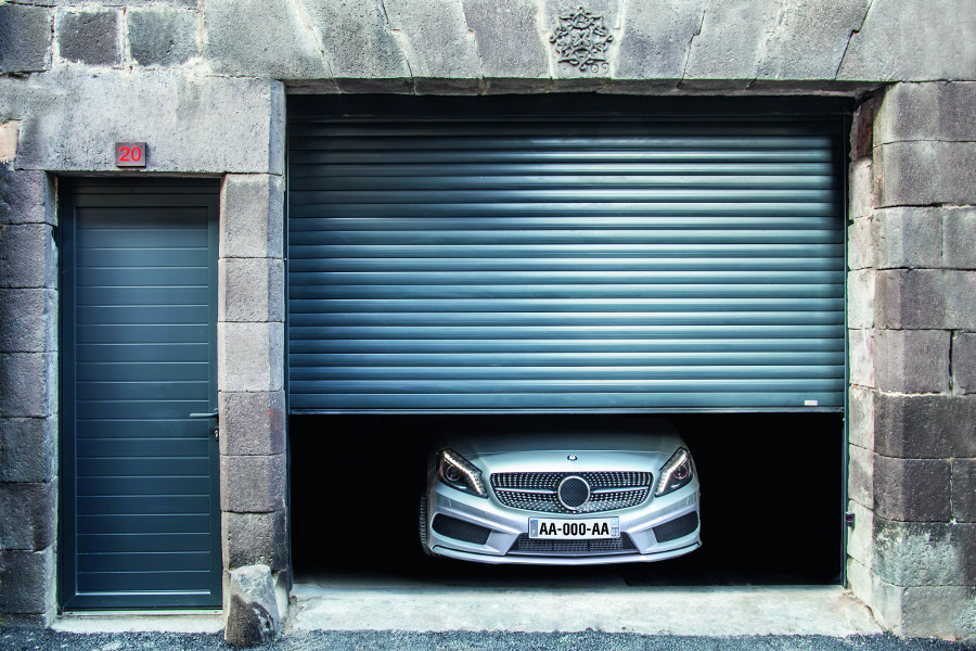 Portes de garage enroulables praticit et discr tion for Porte garage enroulable
